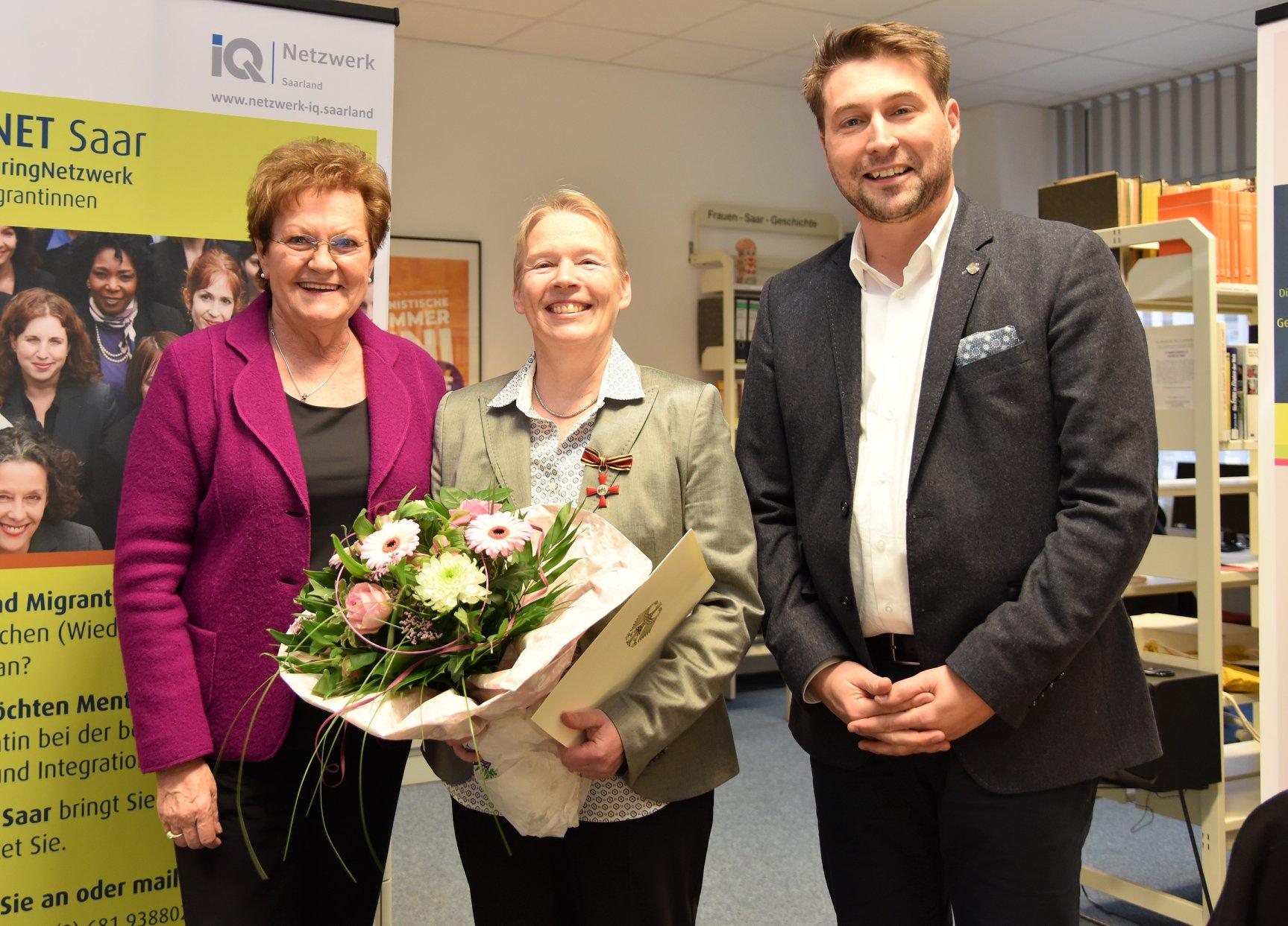 Dr. Annette Keinhorst, Gründerin der FrauenGenderBibliothek Saar, erhält das Bundesverdienstkreuz