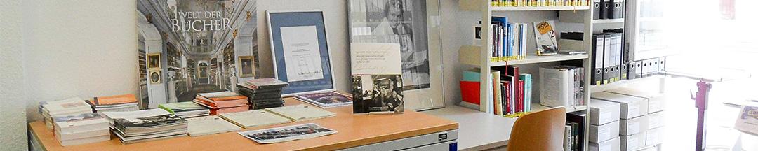 FGBS Fachbibliothek Medientisch