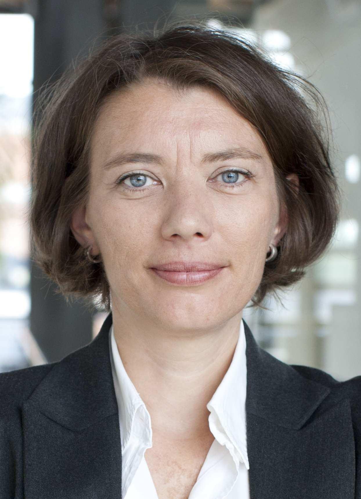 """Vortrag Dr. Kirsten Plötz: """"War da was? Unterdrückung lesbischer Liebe"""" am Donnerstag, 15. Juli 2021, 19 Uhr"""